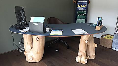 Ein baumstarker Schreibtisch, wau !
